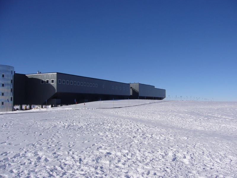 View North along 90°W: Amundsen-Scott South Pole Station
