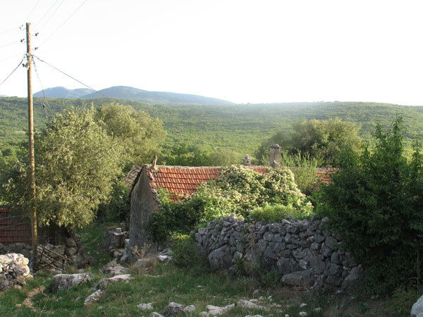 Mrkalji, the last settlement about 3 km SE, after that there are only ruins.