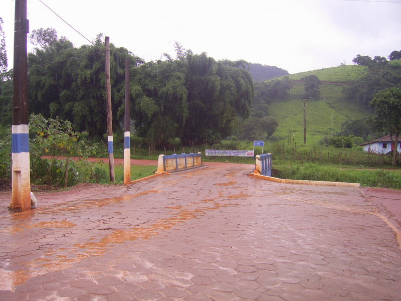 A chuva e a ponte onde a estrada de terra inicia - the rain and the bridge where the diry road begins