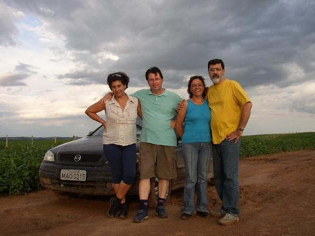 The hunters (Rozani, Roberto, Eurídice and J. Carlos).