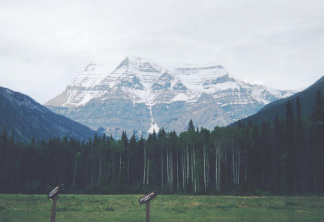 Mount Robson (3954 mt) is 16 km NW of the confluence