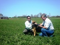 #7: Edgar y Raul con el perro de Barmet -Edgar and Raul with Barmet´s dog