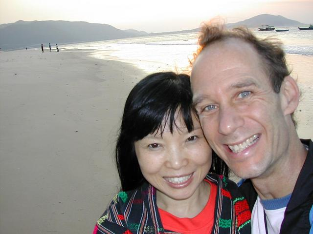 Confluence Hunter Peter Snow Cao with his wife Xiaorong on the beach in Sanya