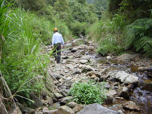 Making our way upstream along upper reaches of Puxi River