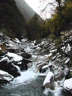 #1: Looking up Silver Mine Valley toward the Confluence six kilometers away /在距离目的地六公里处遥望著银厂沟的远景。