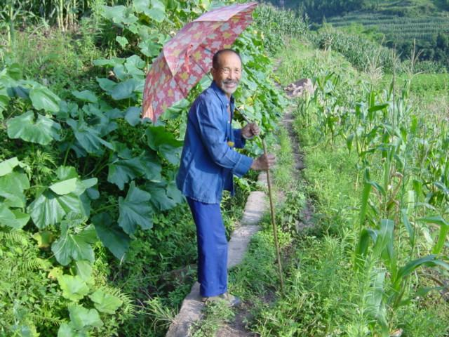 Old man leading me from farmhouse back towards Zhongxing