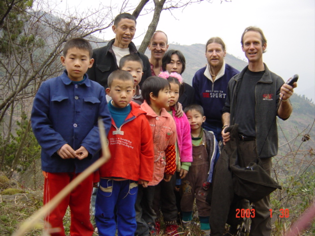 Group photo at the Confluence of residents and Richard Jones (left rear), Targ Parsons (center rear) and Peter Cao (right)