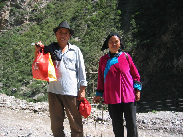 Tibetan couple on their way to Jiabu