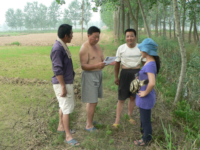 Ah Feng with (L to R) Zuǒ Qíjūn, another local from across the ditch, and our motorcyclist