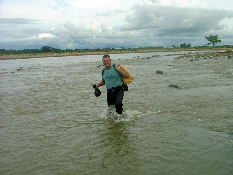 Crossing a small leg of Arauca River