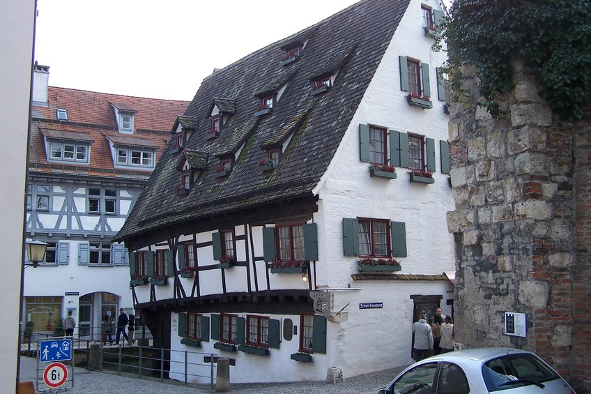 Ulm - Fischerviertel (fishermen's quarter) - Schiefes Haus (crooked house)