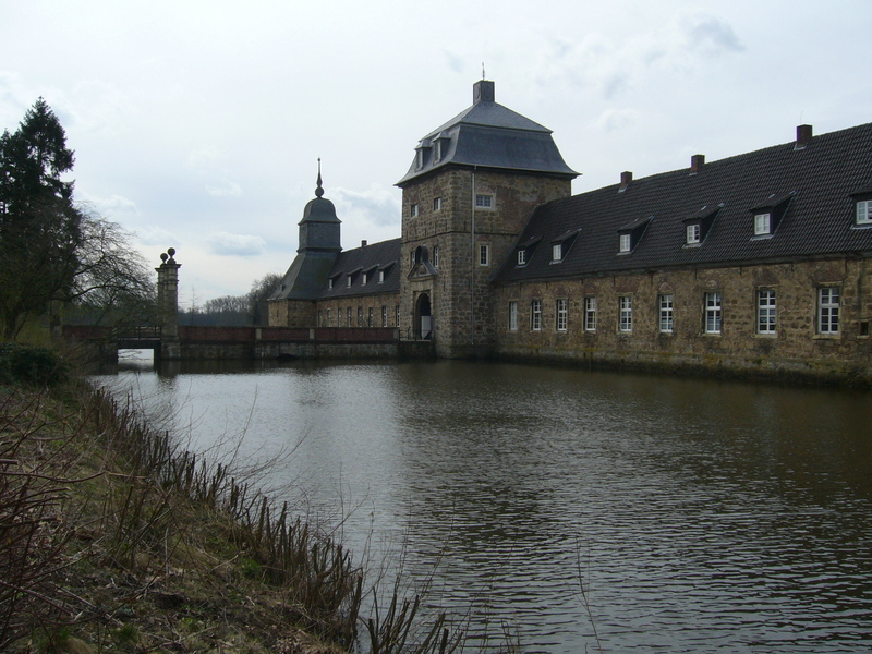 Castle on the water in Lembeck