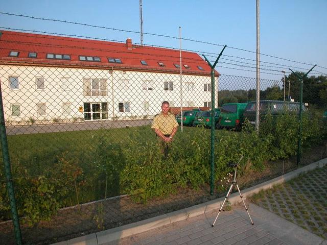 The friendly border guard / Der Grenzschützer