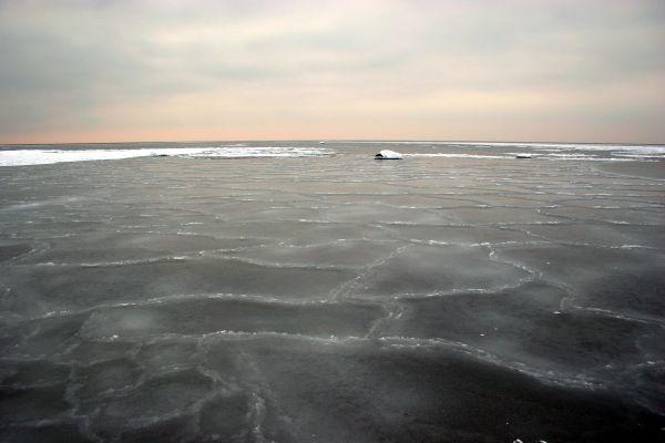 View towards 58-22 confluence, thin ice and banks.