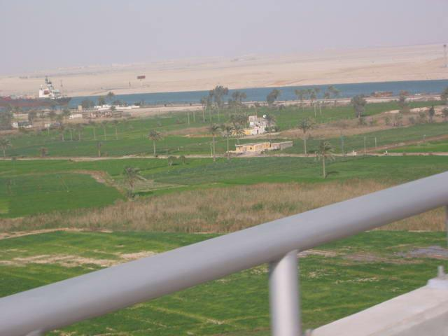 Contrast between the east and west sides of the Suez Canal