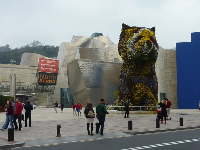The flower dog in front of Guggenheim Museum