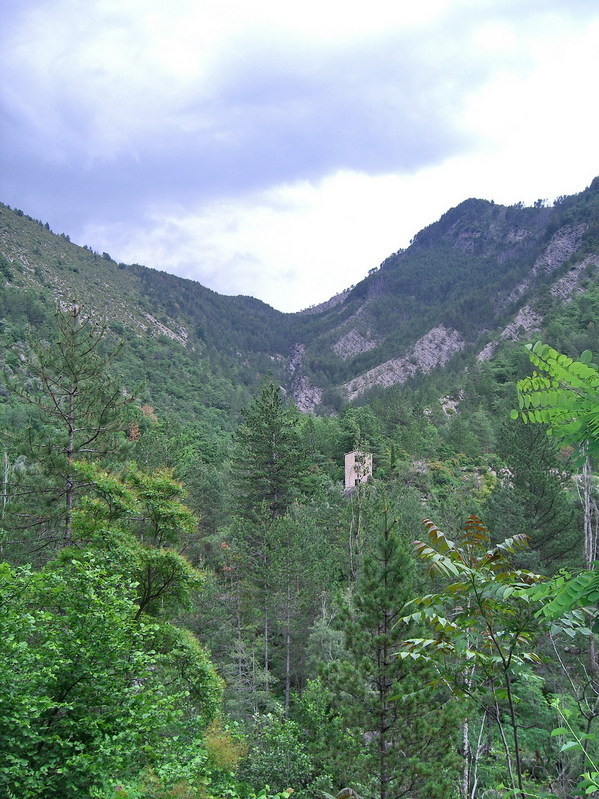 View up the valley, to the point / Blick hinauf ins Tal, zum Punkt