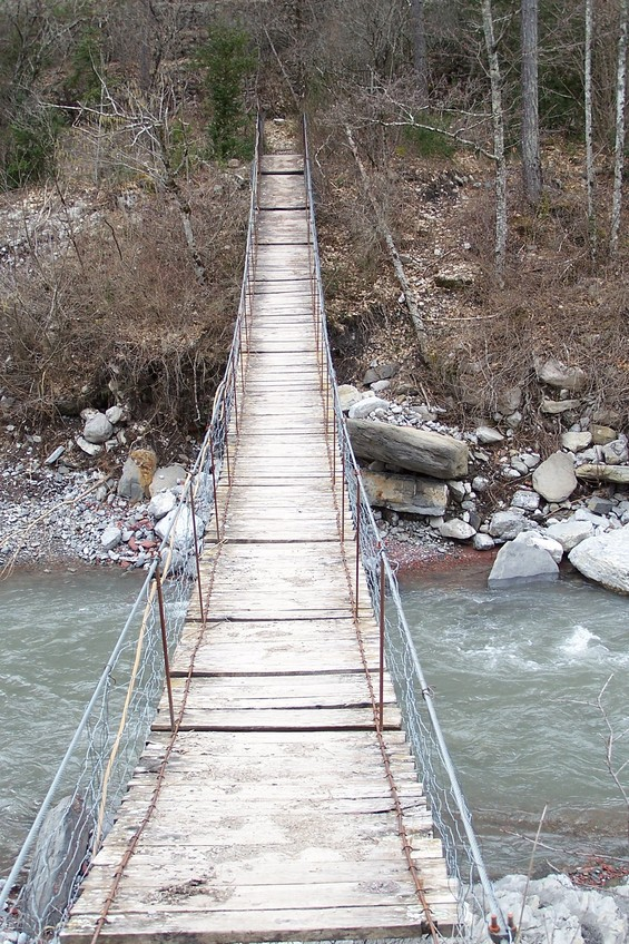 Suspension bridge over the Cians