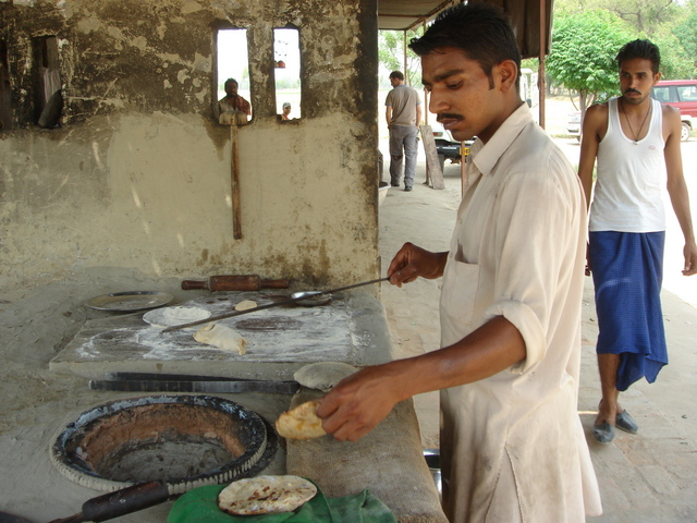 Tandoori chef at the dhaba near Zira