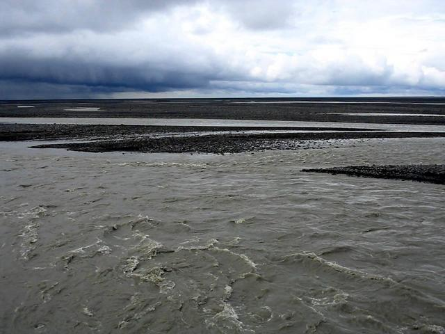 Confluence on island in braided river Skeidará, 424 m away