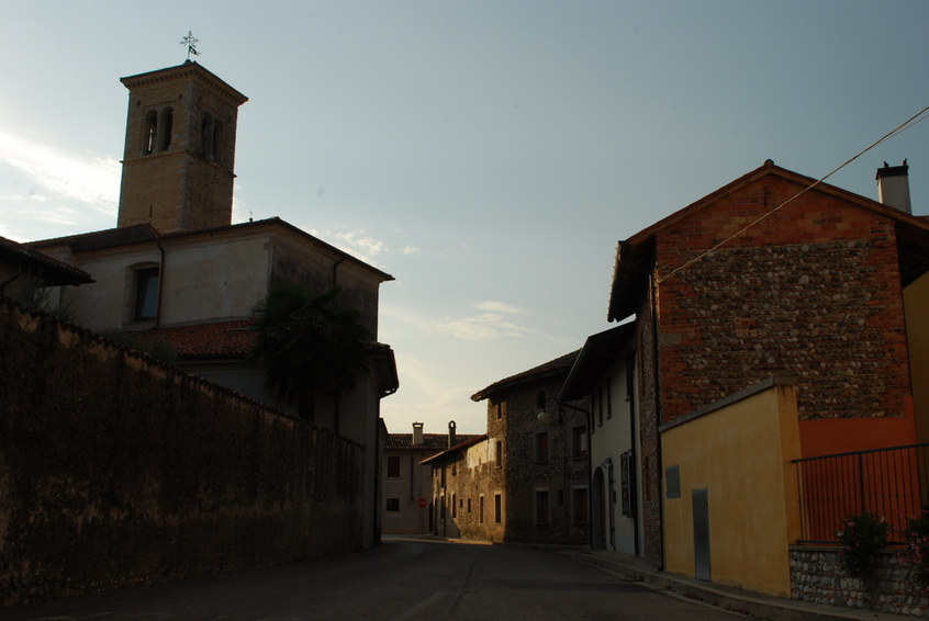 Church of San Lorenzo and a special house wall on the right side