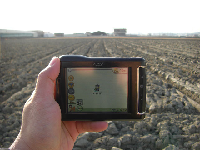 While looking west, the GPS navigation unit shows that we're within 10 meters of the confluence