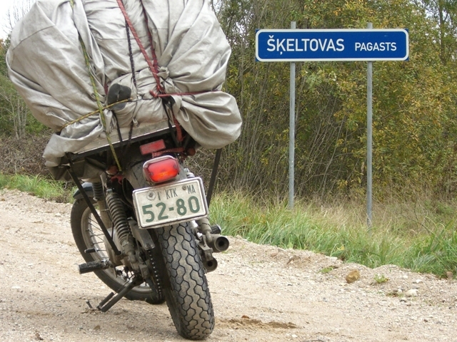 Entering Skeltova village near point