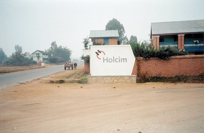 "The ""Holcim"" sign, indicating better route for 2nd attempt"