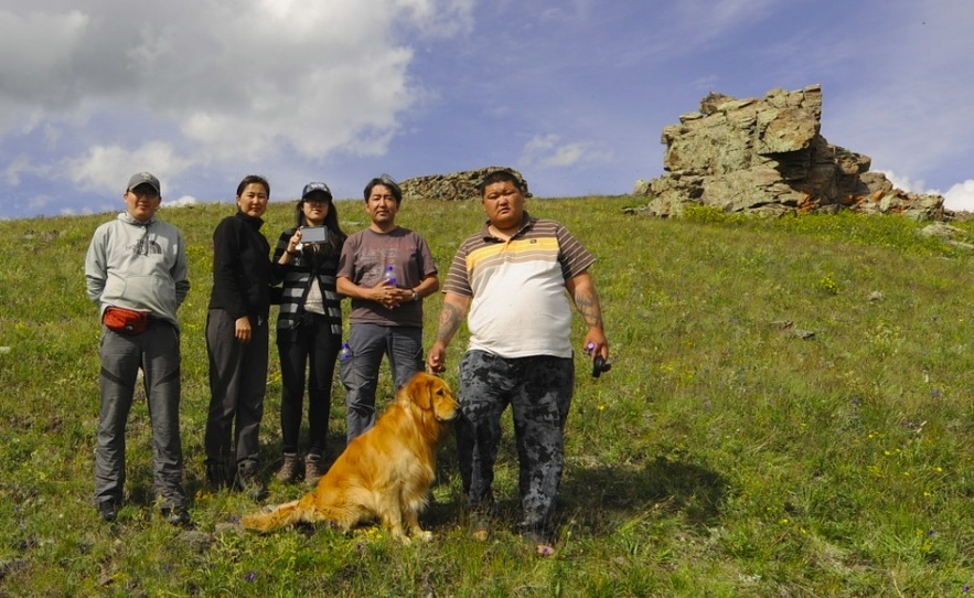 The team that visited  49°N 99°E point. From the left: Tumenbayar, Uurtsaikh, Khukhmaral, Bayar, Tselmeg and Kinu the golden retriever.