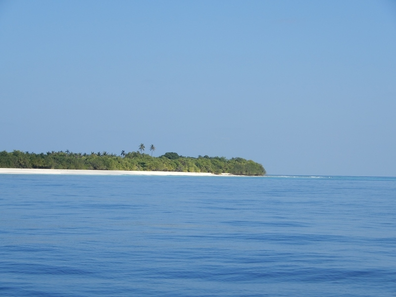 Close-up view to Mulhadhoo as seen from the Confluence