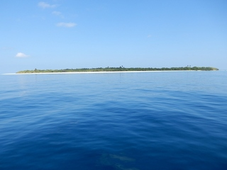 #1: The Confluence; View North to Mulhadhoo Island in 470 m Distance
