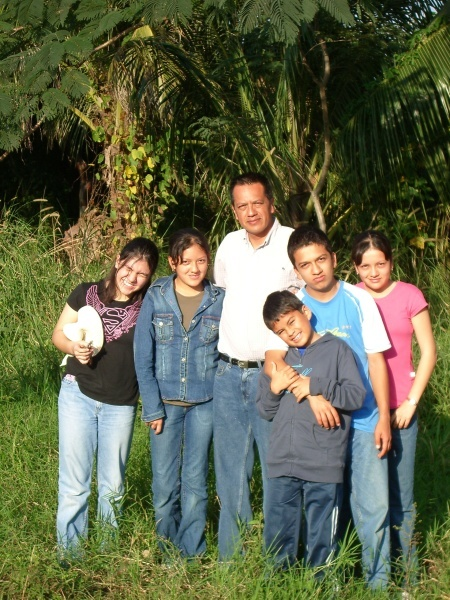 Stephanie, Paola, Jose-Luis, Pablo, Ricardo and Valeria