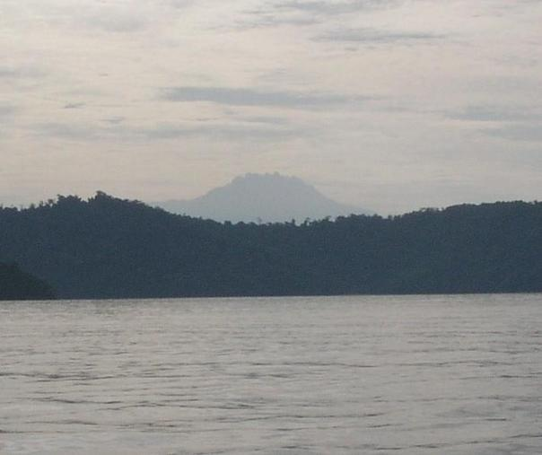 Zoom in view of Mt Kinabalu, seen in the East photo