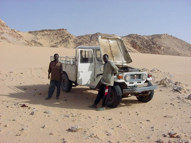 Seydou the driver and his sidekick with the overheated Land Cruiser at the base of the sand glacier