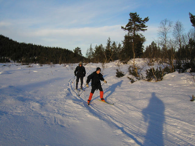 Fredrik and Hans skiing towards the confluence