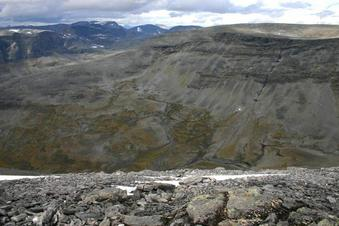 #1: View north across Tverrskardet, Isdalsfjella beyond to the right