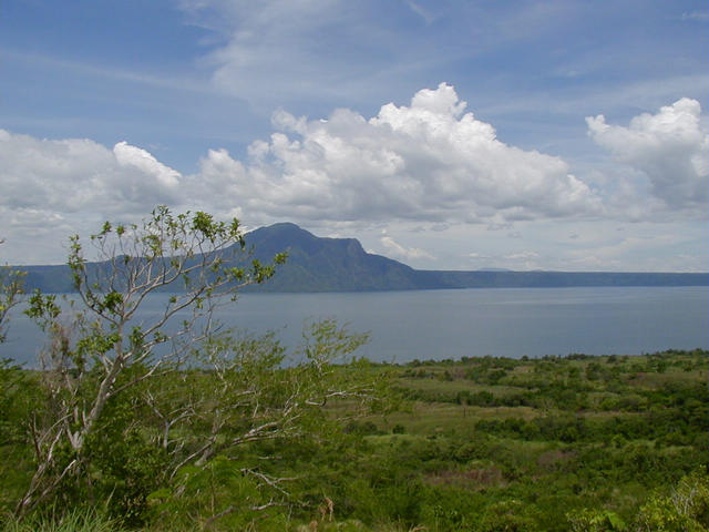 View from confluence looking SSE towards Mt. Maculot (1,000m / 3,281ft), itself an ancient volcano. Prehistoric Taal Volcano's rim trails off to the right of the background.