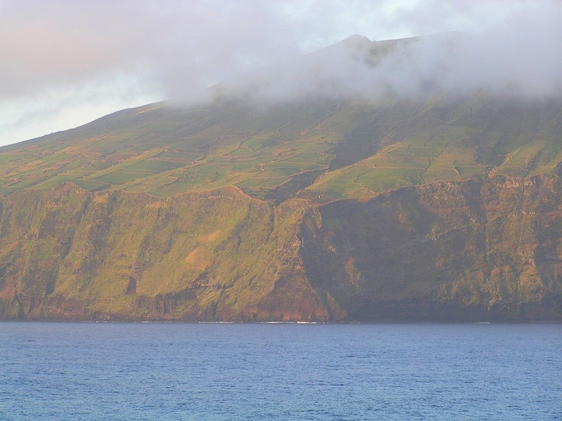 Canto da Carneira, the NE tip of Corvo