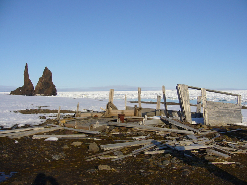 Remains of Walter Wellmann's hut and the needles of Cape Tegetthoff in the background