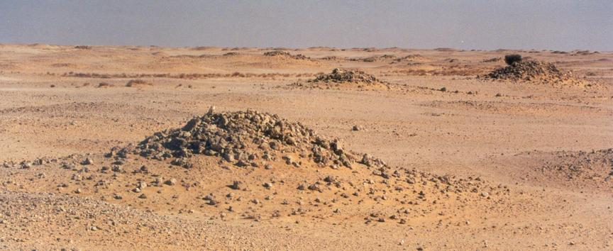 Burial mounds near Jabrîn