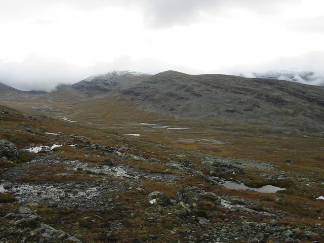 View over Lillådörren from pass 1350 m north of confluence