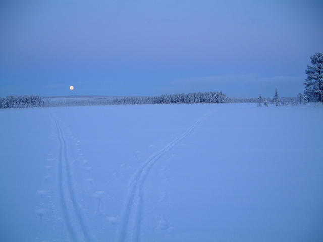 Moonrise over Kakel, confluence point is beyond right track