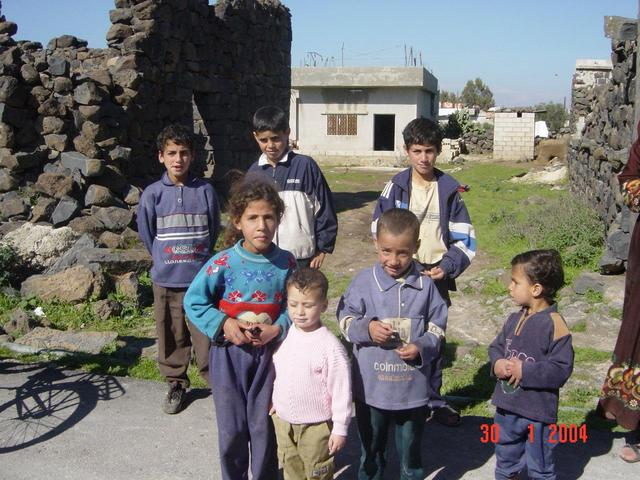 Children outside masjid in Qāsim