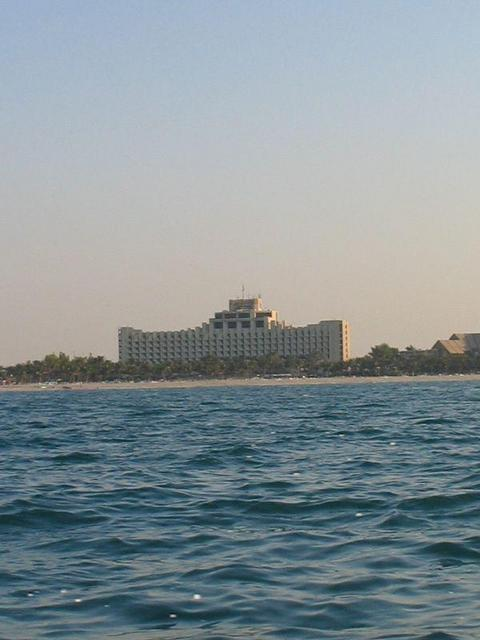 Jabal `Aliy Hotel seen from the sea