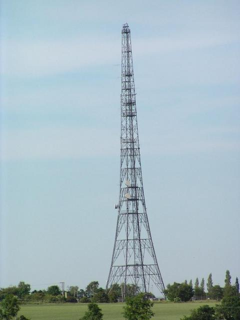 a radio mast North of the confluence