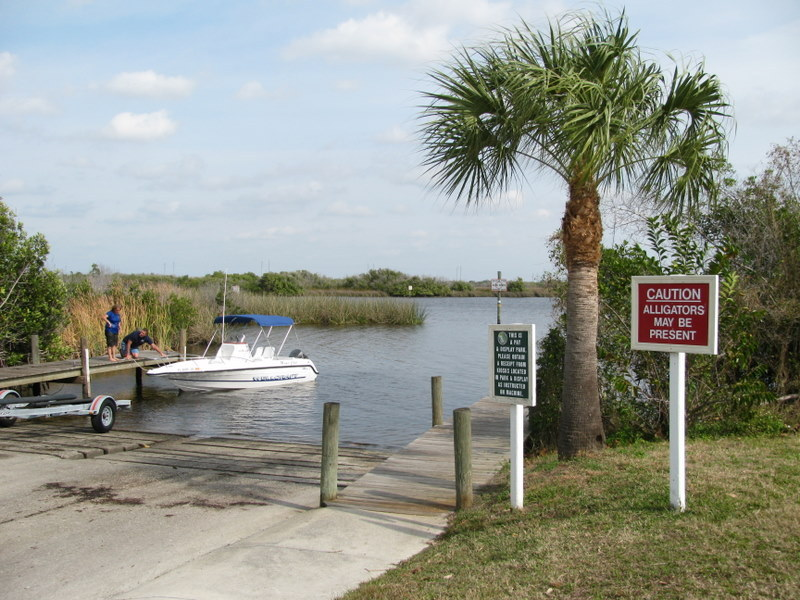 Within a mile of the confluence people are bringing in their boat from Widden Bay. Caution! Watch for alligators.