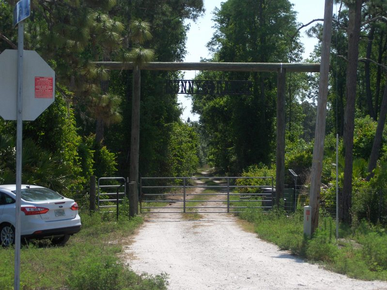 Now the is a padlocked gate at -Fontana Ln- Entrance to Sunny Ranch (here I parked the car and started hiking)