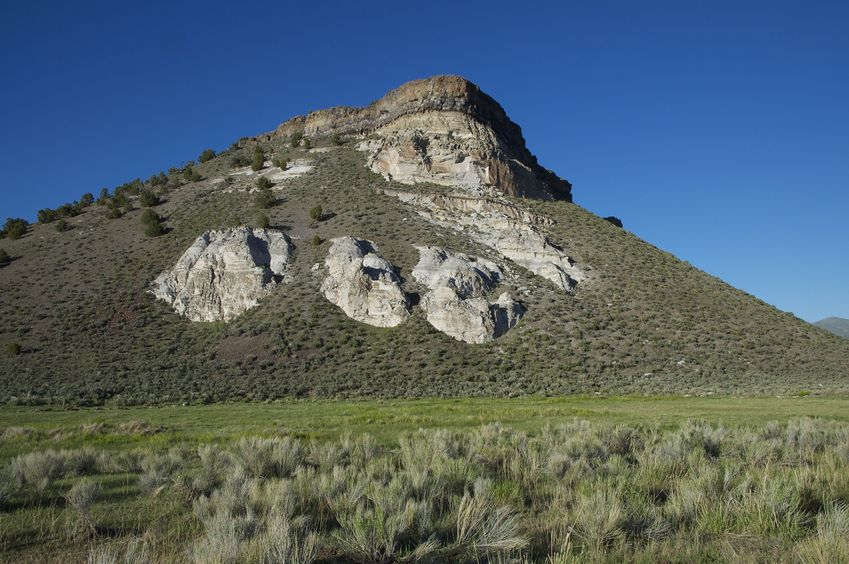 A closer view of the scenic mesa to the North of the confluence point
