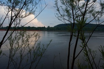 #1: The confluence point lies 79 feet away, in the Ohio River.  (This is also a view to the South, towards Kentucky)