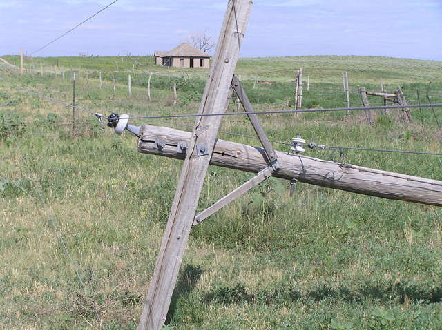 Abandoned dreams and fallen pole, 1 km north of confluence.